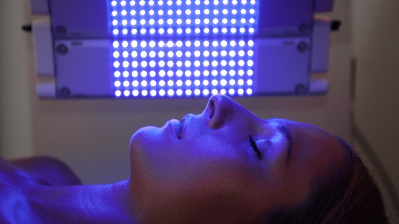 Φωτοδυναμική Θεραπεία προσώπου Geno-Led